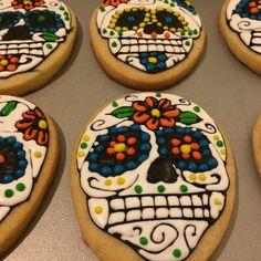 Dia de los Muertos Royal Icing Cookies by @cookiesbykatewi #dayofthedead #diadelosmuertos #sugarskulls #cookiedecoration