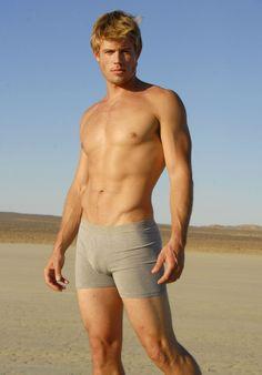90210's resident hottie, Trevor Donovan