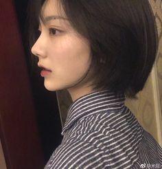 Shot Hair Styles, Curly Hair Styles, Ulzzang Hair, Korean Short Hair, Beautiful Chinese Girl, Luscious Hair, Short Hair With Layers, Cute Girl Face, Girl Short Hair