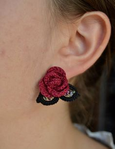 Crochet earrings pattern red rose with leaves beaded