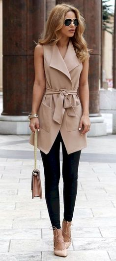 Awesome 33 Elegant Work Outfits with Flats Every Woman Should Own https://bellestilo.com/2818/33-elegant-work-outfits-with-flats-every-woman-should-own