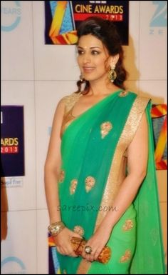 Sonali Bendre in beautiful dual color Georgette Saree @ Zee Cine Awards 2013