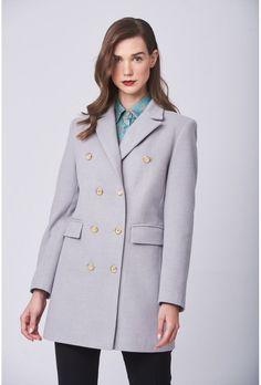 Ημίπαλτο σταυρωτό γκρί.Έχει πέτο γιακά με δύο εξωτερικές τσέπες με καπάκι και σταυρωτό κούμπωμα με κουμπιά.Ελληνική ραφή. Faux Fur, Blazer, Coat, Jackets, Shopping, Fashion, Down Jackets, Moda, Sewing Coat