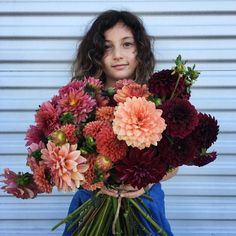 snag some of these locally grown dahlias to obsess over all weekend. . camelback flowershop