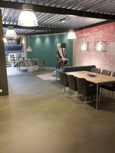 Gietvloer statten island milano in de showroom in uden
