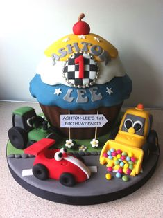 Cars and trucks giant cupcake by Bezmerelda Big Cupcake, Giant Cupcake Cakes, Fondant Cakes, Cupcake Cookies, Little Boy Cakes, Cakes For Boys, Crazy Cakes, Fancy Cakes, Gorgeous Cakes