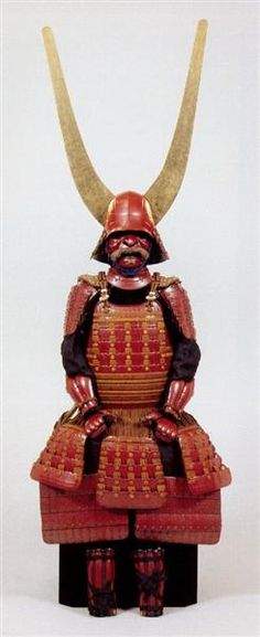 Samurai war armor for Ii Naotaka.Ii Naotaka was a Japanese daimyo of the early Edo period who served under the Tokugawa shogunate. He was the son of the famous Tokugawa general Ii Naomasa. 井伊直孝が使ったとされる「赤備え」の甲冑。大きな角が特徴で、滋賀県彦根市のゆるキャラ「ひこにゃん」のモデルになった(彦根城博物館所蔵)