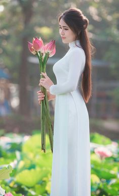Beautiful Asian Girls, Beautiful Ladies, Most Beautiful, Asian Flowers, Vietnam Girl, Ao Dai, Japanese Girl, Sexy Outfits, Asian Woman