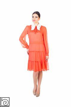 Платье кораллового цвета со <em>летнее платье без плеч своими руками</em> съемным белым воротничком. Длинный рукав. Imperial. Италия.