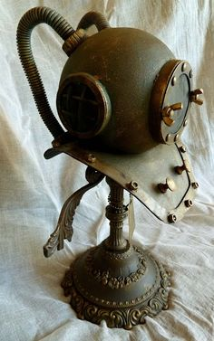 AngelicaS: A:D VENTURE Awesome diving helmet made from a lamp globe