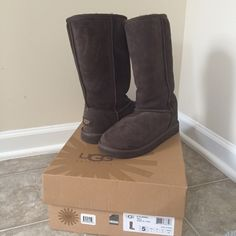 Ugg boots Brand new, worn once. In excellent condition UGG Shoes Winter & Rain Boots