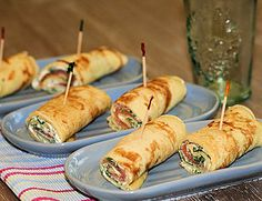 These crepe rolls are filled with salmon, cream cheese and arugula and taste fantastic! You can even cut them in bite size and serve them at your party! ENJOY