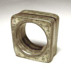 Christine Rozina . Schmuckgestaltung . PapierSchichtRinge . Schmuck aus Papierlaminat . papery jewels