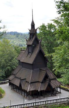Découvez les « stavkirke », ces églises norvégiennes de l'époque Viking construites entièrement en bois