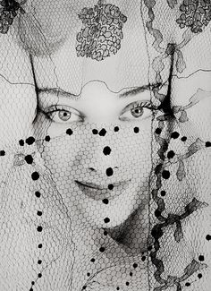 Woman, peeking through veil - 1938 - Photo by Erwin Blumenfeld