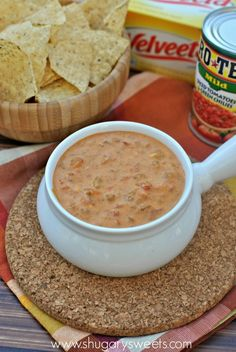 football food- Chili con Queso dip: three ingredients and delicious too! Dip Recipes, Fruit Recipes, Appetizer Recipes, Mexican Food Recipes, Snack Recipes, Cooking Recipes, Appetizers, Mexican Dishes, Copycat Recipes