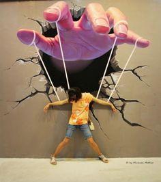 una imagen un sentimiento, para mi esta obra demuestra que siempre seremos controlados por la sociedad y dichosos todos los que logremos librarnos