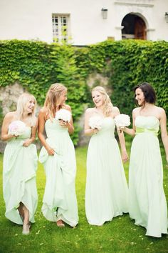 Bridesmaids in mint | Peaches & Mint