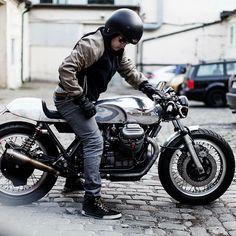 Moto Guzzi 850 Cafe Racer Monkee by Wrenchmonkees Bobber Custom, Scrambler Custom, Custom Bikes, Moto Cafe, Cafe Bike, Moto Guzzi Motorcycles, Vintage Motorcycles, Triumph Bobber, Custom Motorcycles