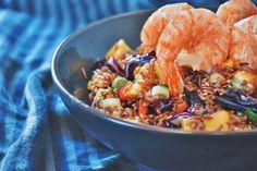 Der Salat ist fruchtig und mit Pfiff! Regionale Produkte wie Bio Rotkraut und der Seewinkler Bio-Reis machen es regional. Die Kombination mit Mango und Garnelen geben dem Gericht den Thai Style. Organic Recipes, Ethnic Recipes, Regional, Paella, Mango, Food, Coleslaw Salad, Rice, Easy Meals