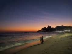 https://flic.kr/p/F8ECte | Pôr-do-sol do Arpoador | Visto da Praia do Arpoador... :-)  Rio de Janeiro, Brasil.  ____________________________________________  Sunset from Arpoador  Arpoador Beach, RIo de Janeiro, Brazil. Have a beautiful day. :-)  ____________________________________________  Buy my photos at / Compre minhas fotos na Getty Images  To direct contact me / Para me contactar diretamente: lmsmartins@msn.com