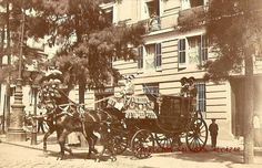 Antiguos cafés de Madrid y otras cosas de la Villa- Fuente: Nicolás1056 (1900). Imagen del palacio del marqués de Casa-Irujo de la calle de Alcalá. Casi en la esquina de la calle del Barquillo se aprecia la entrada del café de Cervantes.