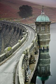 The Craig Goch Dam in Elan Valley, Wales, United Kingdom Places Around The World, The Places Youll Go, Places To See, Around The Worlds, Cardiff, Wonderful Places, Beautiful Places, Amazing Places, Beau Site