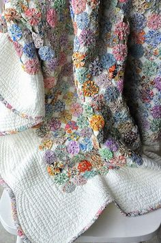 Love this quilt ~❥