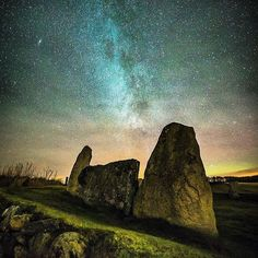 @whiteskyphotographics captured the Easter Aquhorthies Stone Circle under this stunning night sky in Inverurie! 🌠 Erected about 4,000 years ago, this is one of the finest recumbent stone circles in existence. Stone circles are common in Britain, but recumbent stone circles are only found in north-east Scotland, where there are about 100.  #StoneCircle #Inverurie #Aberdeenshire #Scotland #ScotSpirit #beautifulABDN #LoveScotland #VisitScotland