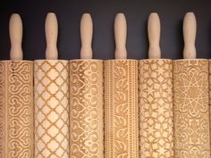 Embossing Rolling Pins - carved lino glued to cheap rolling pins would work Decoration Patisserie, Ceramic Tools, Cooking Supplies, Pottery Tools, Pottery Techniques, Baking Tools, Christmas Cookies, Creations, Rolling Pins