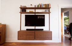 Modeller mid-century modern entertainment centre Modern Classic, Mid-century Modern, Modern Entertainment Center, Floating Tv Stand, Shelf System, Hippie Home Decor, Modular Furniture, Mid Century Modern Design, Spare Room