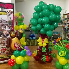 Allestimento di palloncini a tema Masha e Orso.
