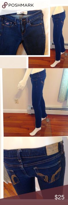 🌼🌸1 HOUR SALE HOLLISTER jeans Size 0R ❤️❤️HOLLISTER Jeggings Jeans Size 0 Regular dark blue denim super nice stain free comfortable! Pairs well with any top. Great for spring summer Hollister Jeans Straight Leg