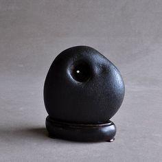 Ashorogawa stone, Japanese black kazaana suiseki