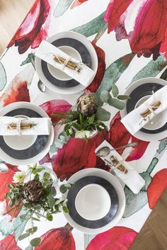 Tulppaani Tablecloth | Pentik Christmas 2017 | Designed by Lasse Kovanen, Tulppaani (Tulip) impresses with its big flowers that convert any space into splendid. Tulppaani pattern is designed both for modern and traditional environments.
