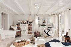 Tuesday Tips Scandinavian coastal design is a style that easily recognizable. You've seen it before and, just like us, you wish your home was decorated with this style. It's most notice… Nautical Interior, Nautical Home, Home Decor Uk, Bedroom Themes, Bedrooms, Love Home, Coastal Style, Coastal Decor, Shabby Chic Homes