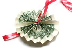 How to Create a Money Lei