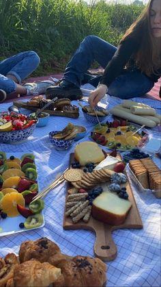 Picnic Date Food, Picnic Foods, Picnic Ideas, Cute Food, Good Food, Yummy Food, Comida Picnic, Kreative Desserts, Plats Healthy
