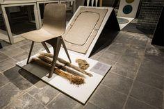 In samenwerking met Label Breed en Enkev ontwierp Christien Meindertsma een stoel gemaakt van vlas, een gewas dat weinig water nodig heeft. Door het te mixen met polylactide (PLA), een biologisch afbreekbaar plastic van melkzuur, is een nieuw composiet ontstaan. Het materiaal wordt uitgesneden op rechthoekige lappen, waarna druk en hitte de verschillende patroondelen samensmelten tot een kuip, voor- en achterpoten. https://www.dutchdesignawards.nl/nl/gallery/product/flax-chair/