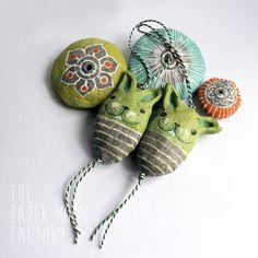 Little Green Bunnies | Setje van twee handgemaakt hangertjes