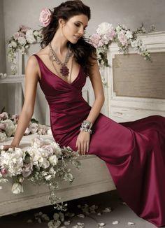 Vestidos cortos, largos, con volantes... sin ellos, con bolsillos, bordados de flores o confeccionados en tul. Damas de Honor y Madrinas.
