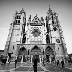 Catedral de León - 64 tips Four Square, Notre Dame, Cathedral, Building, Travel, Iglesias, Draw, Maps, Stained Glass Windows