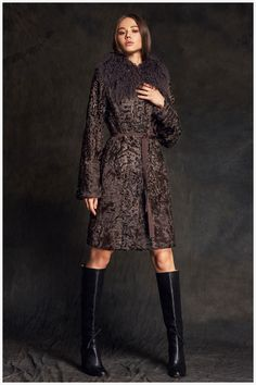 Шуба из каракуля и меха ягненка  модель 5053, купить в Москве – магазин Меха Екатерина