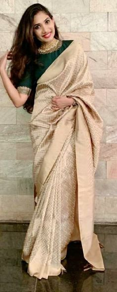 New Elegant Bridal Saree Blouses Ideas Indian Bridal Lehenga, Indian Sarees, Blouse Patterns, Saree Blouse Designs, Wedding Saree Collection, Stylish Sarees, Elegant Saree, Saree Styles, Beautiful Saree