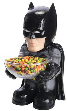 Surprise all of the kids this year on Halloween, by letting Batman offer them some candy. This Batman Candy Bowl Holder lets the Dark Knight dish out all of the Halloween Candy Bowl, Batman Halloween, Batman Party, Costume Halloween, Batman Birthday, Comic Costume, Trendy Halloween, Outdoor Halloween, Superhero Party