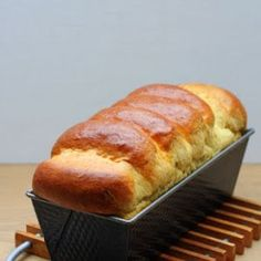 """Toastbrot selbst backen ist ganz einfach! Mit dem Wunderteig-Grundrezept aus Stevan Pauls Kochbuch """"Auf die Hand"""" gelingt das Toastbrot aus Hefeteig garantiert."""