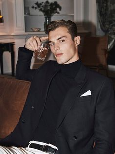 Kit Butler, Photographie Portrait Inspiration, Outfits Hombre, Photography Poses For Men, Inspiration Mode, Mango Fashion, Gentleman Style, Ladies Party, Cute Guys
