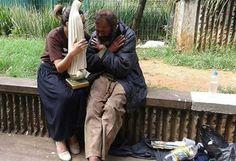 Mãe dos aflitos e oprimidos olha por esses filhos teus Virgem Maria ❤