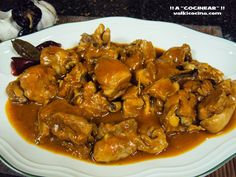Pollo de corral en salsa guisado en olla rápida