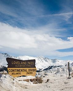 A picture of the continental divide sign found at Loveland Pass, Colorado, USA State Of Colorado, Colorado Homes, Colorado Mountains, Rocky Mountains, Colorado Trip, Boulder Colorado, Colorado Rockies, Colorado Springs, Vacation Destinations